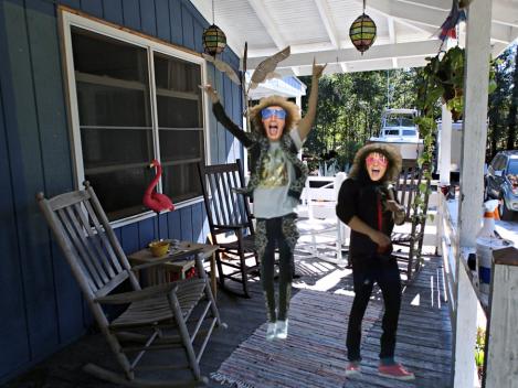 porch-party-rockin-funny